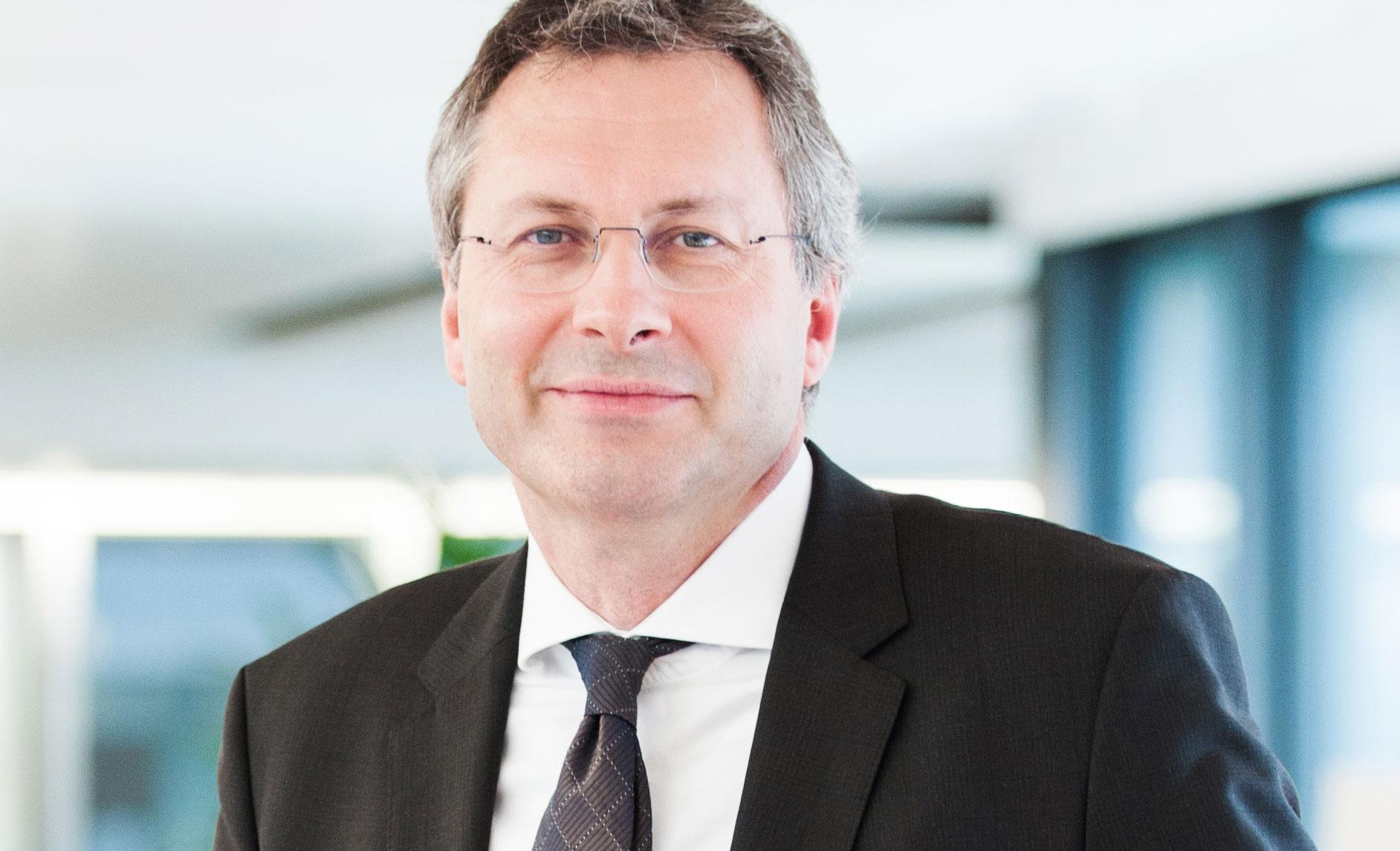 Swisscom beteiligt sich an Finnova - Marcel_Walker_150402_100446